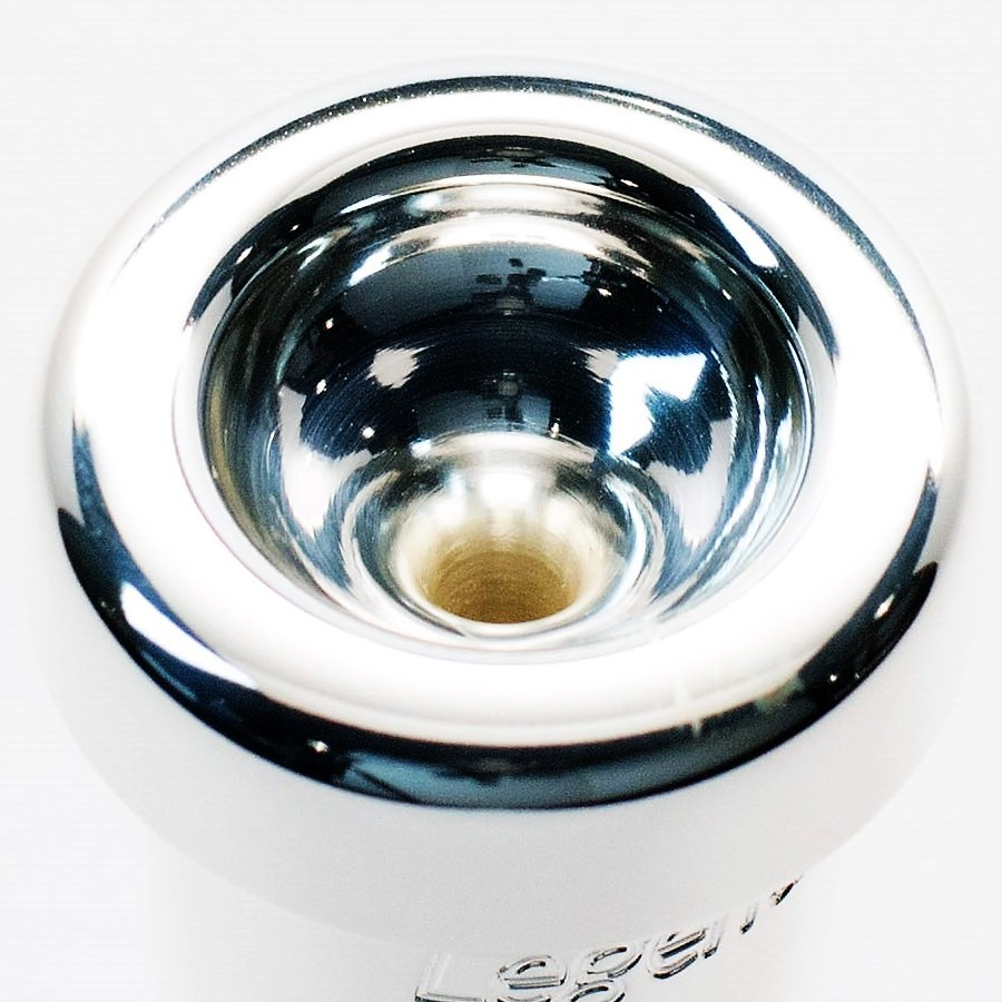 """The Legends Thunder has a semi-flat, very soft rim with some undercut for chop room. The cup is based on the famous """"SL"""" cup, and is medium shallow"""